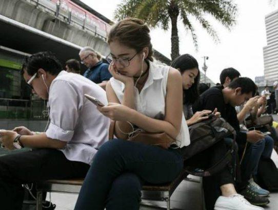 Quem passa muito tempo em redes sociais se sente mais solitário, diz estudo